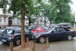 Geparkte Auto-Mobilität. Archivfoto: Ralf Julke