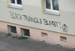Graffiti zum Black Triangle. Foto: Ralf Julke