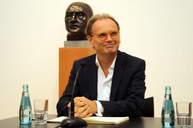 Dr. Alfred Weidinger beim ersten Pressetermin als Direktor. Foto: Ralf Julke