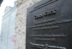 Gedenktafel am Ort, wo Clara Wiecks Geburtshaus stand. Foto: Ralf Julke