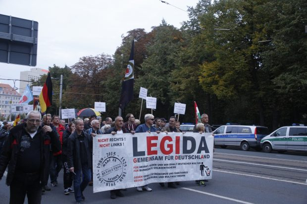 Legida läuft so vor sich hin - Jung muss weg, Medien müssen weg, Merkel muss weg, Abschieben, Abschieben - alle müssen weg, irgendwie. Foto: L-IZ.de