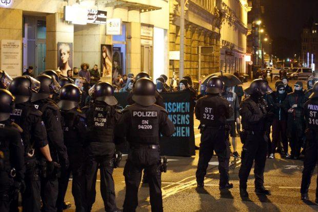 Polizei die Blockade an der Harkortstraße. Foto: L-IZ.de