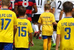 Einlaufkinder beim 1. FC Lok Leipzig. Foto: Jan Kaefer