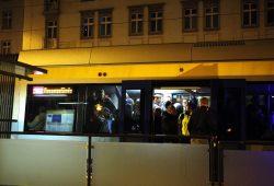 Legida benutzt die Bimmel und die Polizei fährt mit. Alle einen gültigen Fahrschein? Foto: L-IZ.de