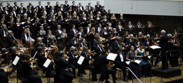 Das Gewandhausorchester und der Gewandhauschor. Foto: Alexander Böhm