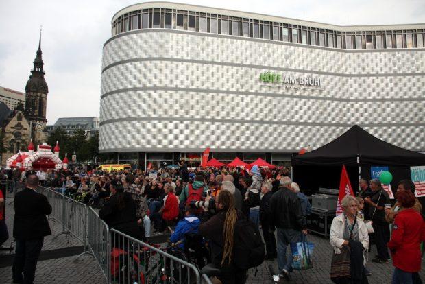 Die Linke bei der Abschlussveranstaltung um 17 Uhr. Foto: L-IZ.de