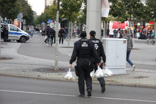 Essen fassen bei der Einsatzpolizei gegen 17:20 Uhr. Foto: L-IZ.de