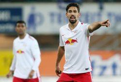 Wird wohl in der Startaufstellung stehen. Ex-Rasenballer Khedira spielt mittlerweile für Augsburg. Foto: GEPA Pictures