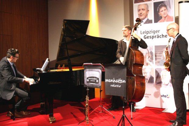 Musikalische Eröffnung des Abends durch das Manhattan Trio. Foto: L-IZ.de
