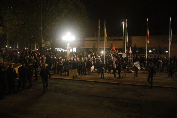 Die Protestkundgebungen haben sich am Neuen Rathaus vereinigt. Foto: L-IZ.de