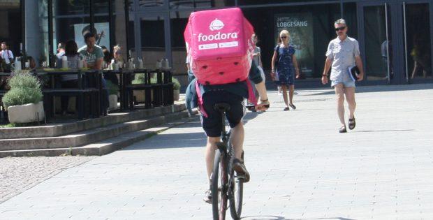 Food-Kurier unterwegs. Foto: Ralf Julke