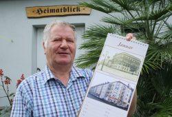 Werner Franke mit dem Großzschocher-Kalender für 2018. Foto: Ralf Julke