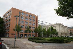 Die Tagung findet im Geisteswissenschaftlichen Zentrum der Uni Leipzig (links) und der Uni-Bibliothek Albertina (rechts) statt. Foto: Ralf Julke