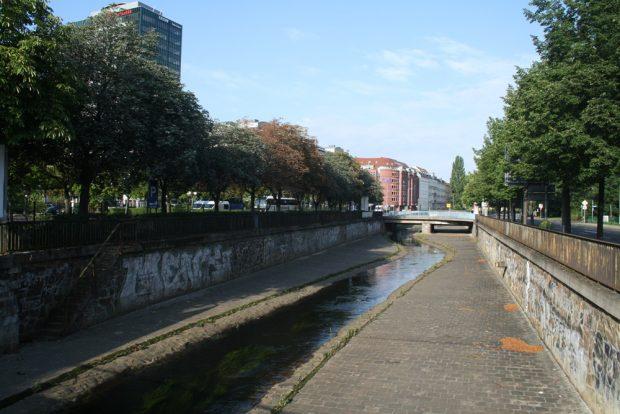 Hier einen Tunnel bauen? Blick von der Gerberbrücke zur Uferstraße. Foto: Ralf Julke