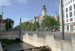 Neues Rathaus mit Pleißemühlgraben. Foto: Ralf Julke