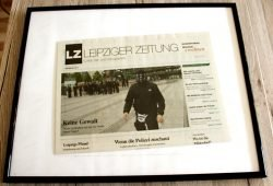 Schwarzer Frame mit einem LZ-Titelblatt. Foto: Ralf Julke