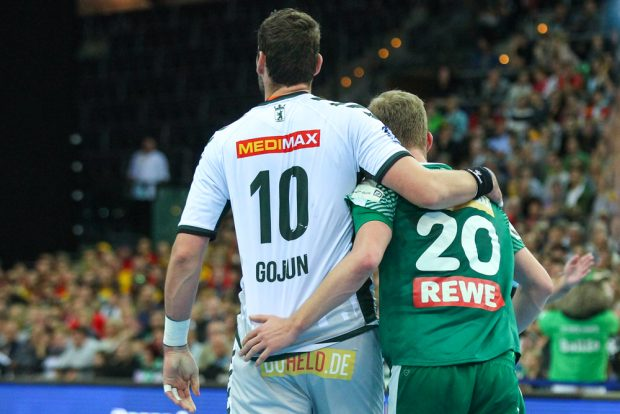Hart aber herzlich: Jakov Gojun (Berlin) und Philipp Weber (DHfK). Foto: Jan Kaefer