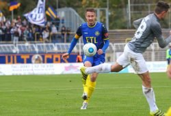 Lok-Kapitän Markus Krug treibt den Ball nach vorn. Foto: Jan Kaefer (Archiv)