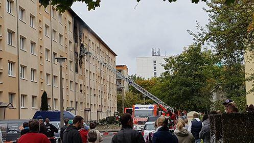 Nach der Explosion brannte die Wohnung aus, eine Frau sprang aus dem vierten Stock. Foto: Privat