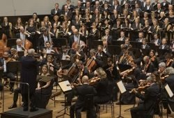 Herbert Blomstedt mit dem Gewandhausorchester und -chor. Foto: Alexander Böhm