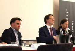 Markus Walther, zusammen mit den Rechtsanwälten Peter Hense (Spirit Legal) und Jürgen Kasek bei einer Podiumsdebatte am 5. Mai 2017 über Fakenews und Hatespeech im Netz. Foto: L-IZ.de