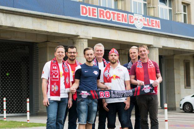 Pressesprecher Rüdiger Harr (m.) und die anderen Gründungsmitglieder der RainbowBulls. Foto: privat