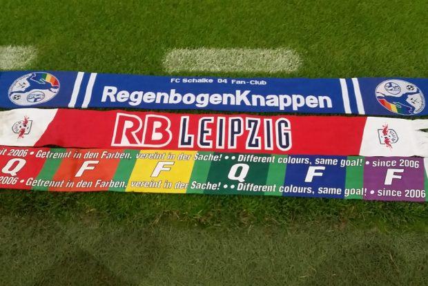 Fanschals der Regenbogenknappen, von RBL und des QFF. Foto: privat