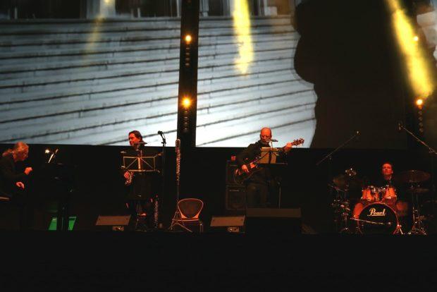 Stephan König (links) und Band groovten ordentlich. Foto: L-IZ.de