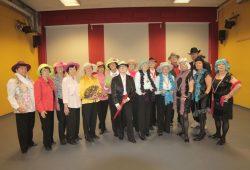 Bereit für die nächste Show, das Seniorentanztheater in voller Besetzung. Foto: Die VILLA