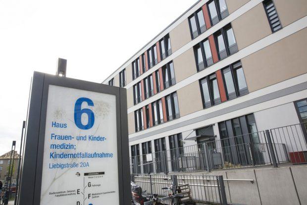 Haus 6 des Universitätsklinikums Leipzig, in dem sich auch die Kindernotfallaufnahme befindet. Foto: Stefan Straube/UKL