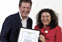 Dr. Eckart von Hirschhausen und Preisträgerin Prof. Dr. Steffi Riedel-Heller. Foto: Hans und Ilse Breuer-Stiftung