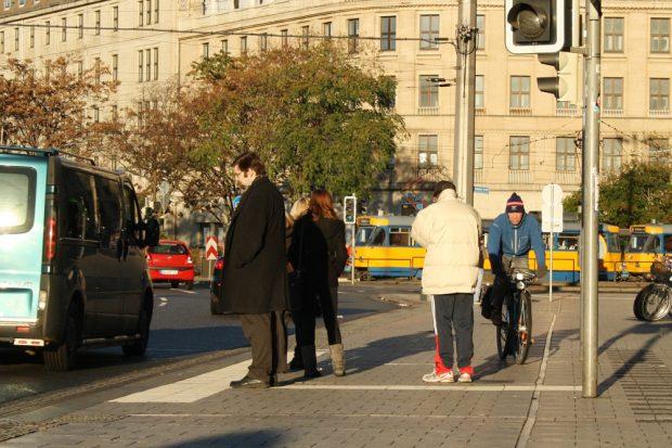 Normalzustand vor der Westhalle des Hauptbahnhofs. Foto: Ralf Julke