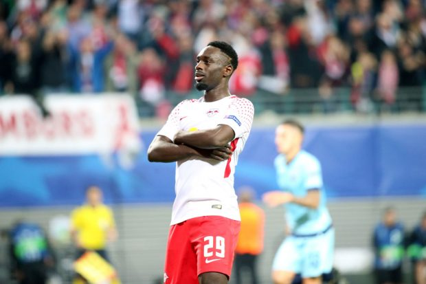 Jean-Kevin Augustin in Siegerpose. Foto: GEPA pictures/Roger Petzsche