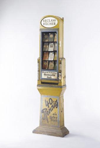 Leipziger Buchautomat, 1912 erstmals aufgestellt, Entwurf: Peter Behrens. Foto: Reclam Verlag, Ditzingen