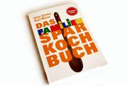 Uwe Glinka, Kurt Meier: Das Familien-Sparkochbuch. Foto: Ralf Julke