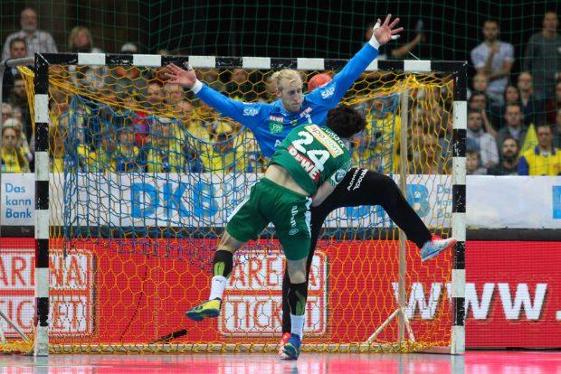 Peter Strosack überwindet den starken Löwen-Torwart Mikael Alf Appelgren. Foto: Jan Kaefer