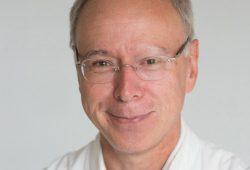 Prof. Christoph Josten, Direktor der Klinik und Poliklinik für Orthopädie, Unfallchirurgie und Plastische Chirurgie, registriert eine steigende Zahl schwerer Unfälle mit Radfahrern. Foto: Stefan Straube/UKL