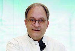 Prof. Dr. Uwe Gerd Liebert, Direktor des Instituts für Virologie am Universitätsklinikum Leipzig (UKL), sagt, trotz guter Forschungserfolge sei das Virus aus vielen Gründen immer noch schwer zu bekämpfen. Foto: Stefan Straube/UKL