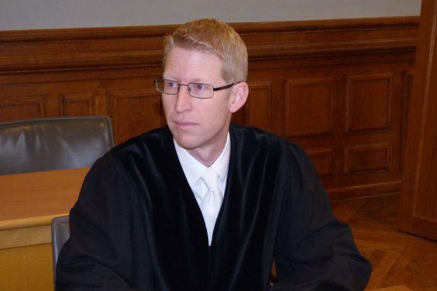Staatsanwalt Torsten Naumann vertritt die Anklage wegen zweifachen Mordes und zweifacher Störung der Totenruhe. Foto: Lucas Böhme