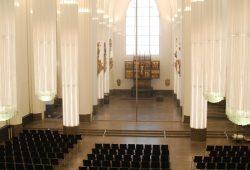 Blick auf Aula, Glaswand und Andachtsraum im Paulinum. Foto: René Loch