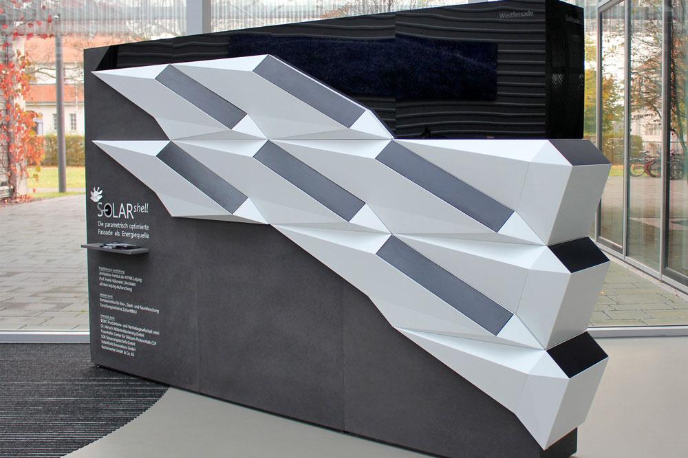 """Übergang der West- zur Südfassade der """"SOLAR.shell"""". Foto: Fraunhofer CSP"""
