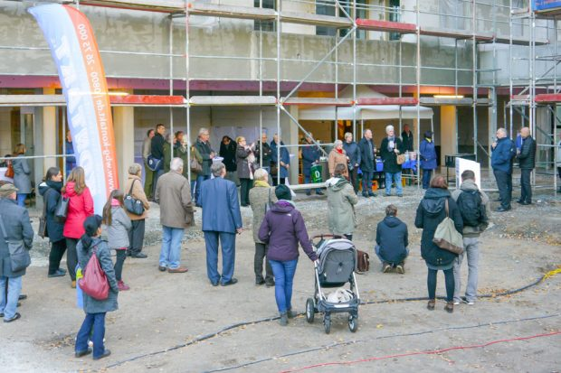 Zahlreiche Interessierte waren der Einladung zum Tag der offenen Baustelle gefolgt. Foto: WBG Kontakt