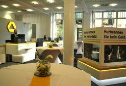 Zur Eröffnungsfeier vorbereitet: die Filiale der Commerzbank am Thomaskirchhof. Foto: Ralf Julke