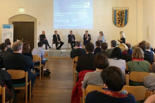 Präsentation, Podiumsdiskussion, Workshops: Der Plenarsaal von Schloss Hartenfels stand am 14. November ganz im Zeichen des Projekttags Demografie. Foto: Landratsamt Nordsachsen