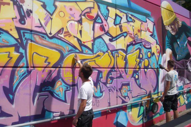 Ein legales Graffiti entsteht. Foto: Frank Willberg