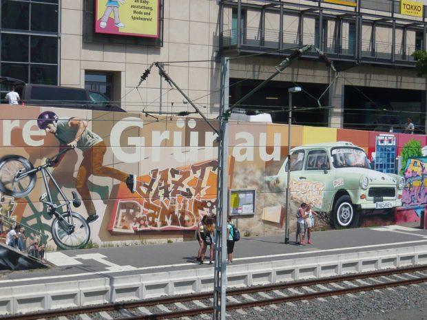S-Bahn-Station mit legalem Graffiti. Foto: Frank Willberg