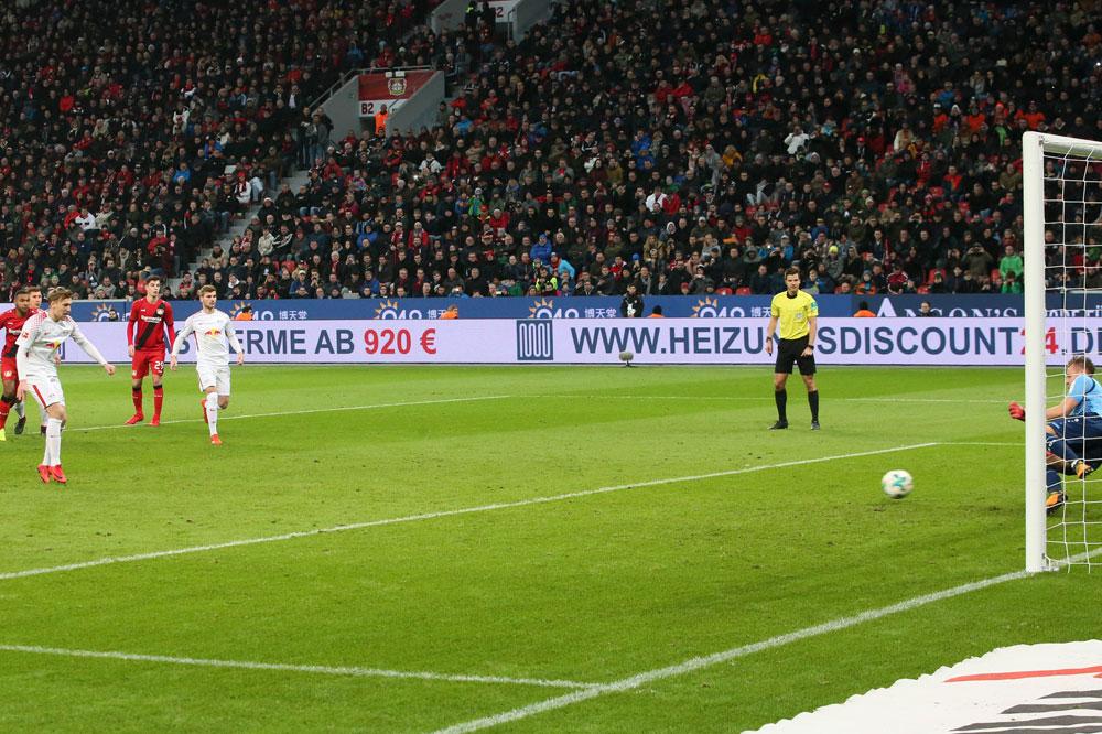 Forsberg verwandelt zur erneuten Führung für RBL. Foto: GEPA pictures/Sven Sonntag