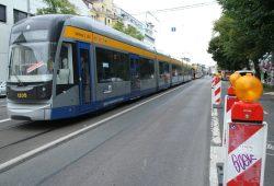 Straßenbahnstau am Connewitzer Kreuz. Foto: Ralf Julke