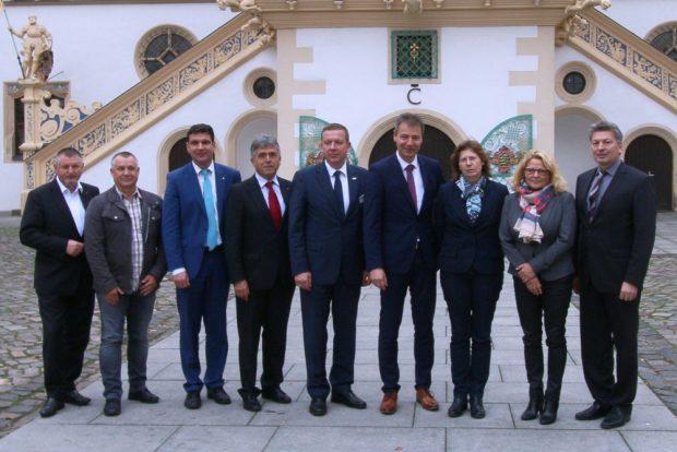 Gruppenbild zur Unterzeichnung der Torgauer Erklärung. Foto: Landratsamt Nordsachsen