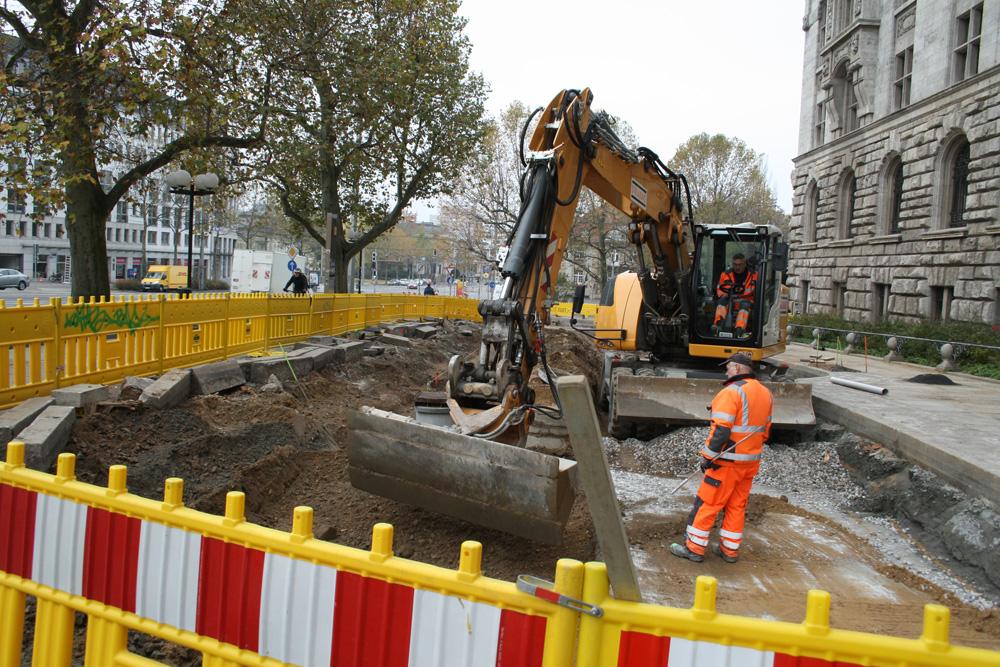 Bauarbeiten am Rathausvorplatz. Foto: Ralf Julke